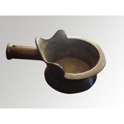 Un Fer à Repasser En Bronze, Chine, XVIIe Siècle