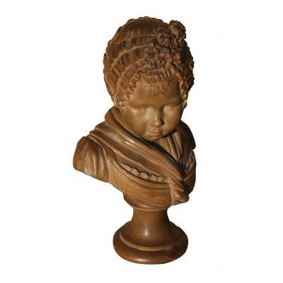 Une Statuette Jeune Fille Au Bonnet