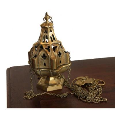Un Encensoir En Bronze
