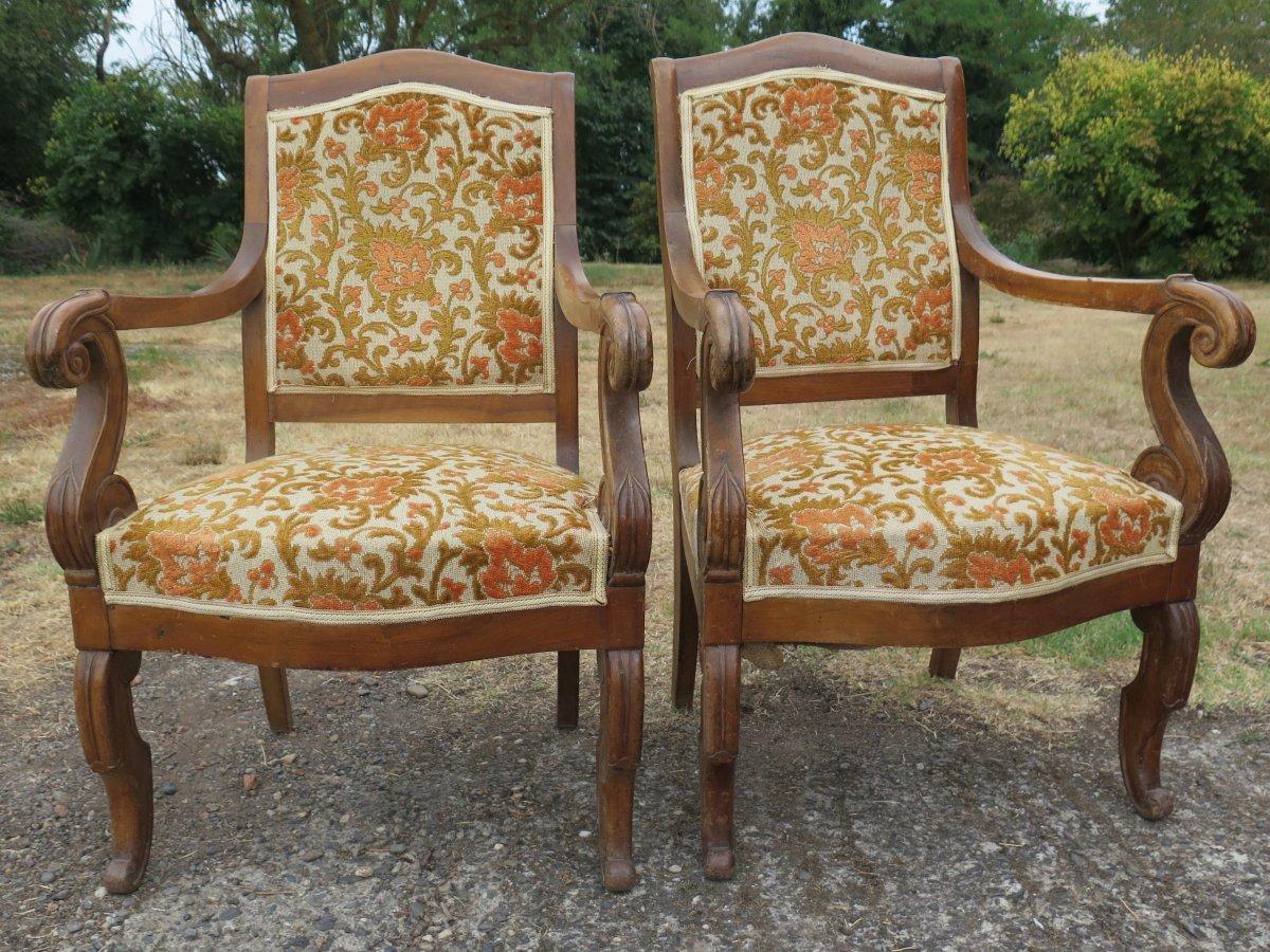 Paire de fauteuils époque Restauration En Noyer