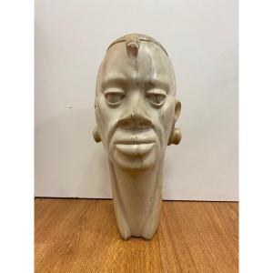 Tête sculptée Africaine en pierre dure