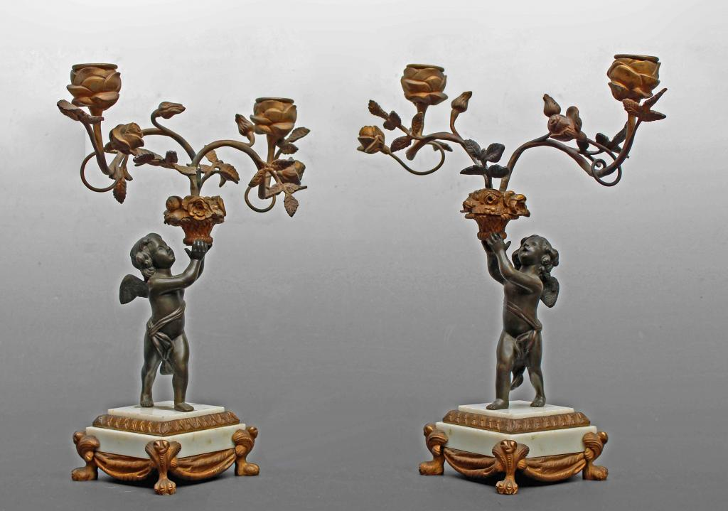 Paire De Chandeliers Louis XVI En Bronze à Décor d'Angelots