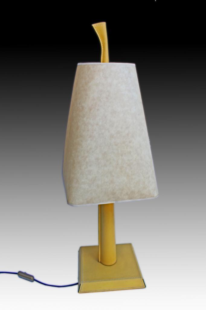 Hugues chevalier grande lampe gain e cuir style art d co for Lampe de chevet chevalier