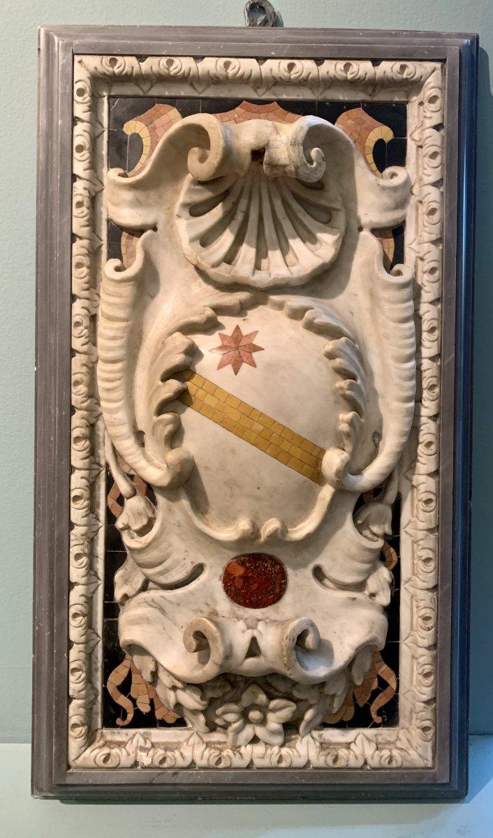 Paire D'emblages Nobles Sculptes En Marbre Statuaire -photo-2