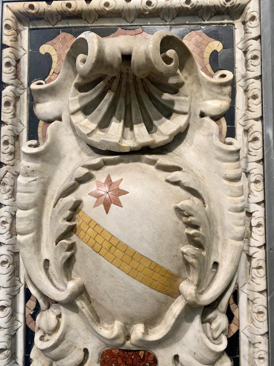 Paire D'emblages Nobles Sculptes En Marbre Statuaire -photo-3