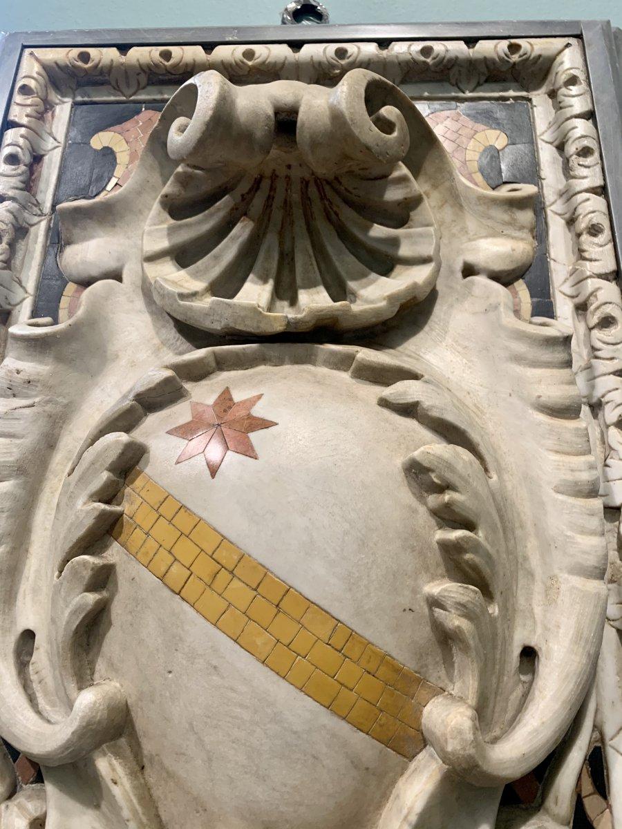 Paire D'emblages Nobles Sculptes En Marbre Statuaire -photo-4