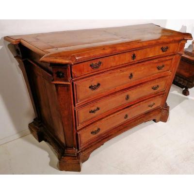 Rare commode Louis XIV plaquée en bois de cyprès et incrustée en palissandre, Etat Papal.