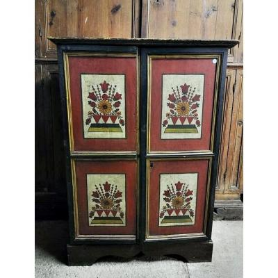 This beautiful cabinet is from the early eighteenth century and is most likely a piece of Tyrolean and Alpine culture.<br />