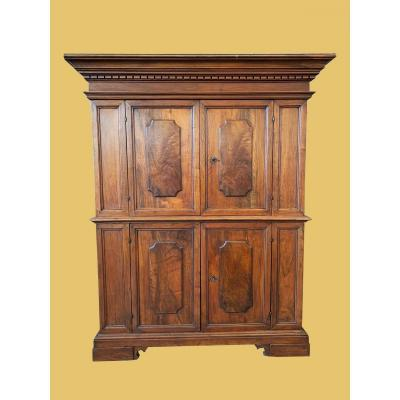 Double Walnut Body, Of Bolognese Origin, Made At The Beginning Of The Eighteenth Century