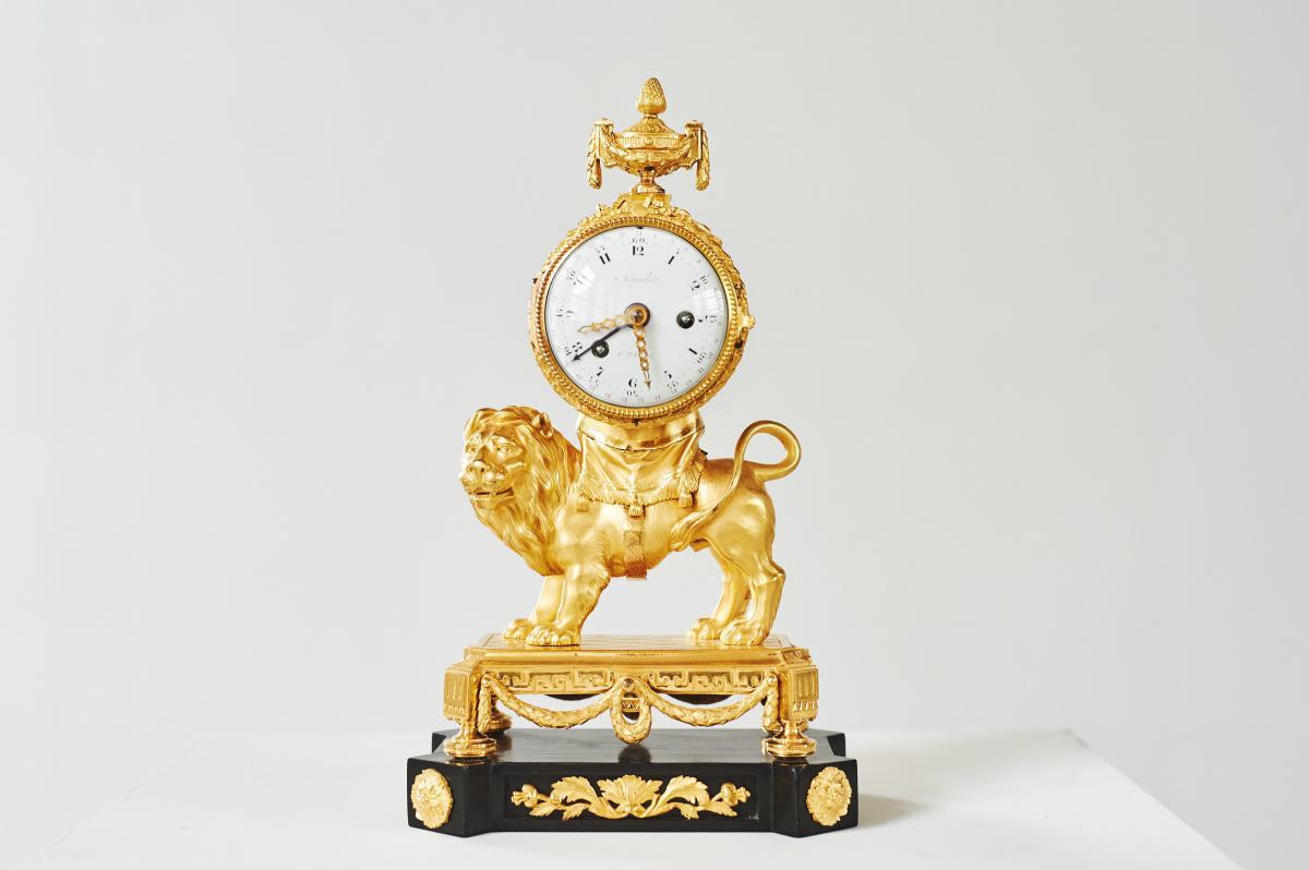 Pendule Au Lion En Bronze Doré d'époque Louis XVI