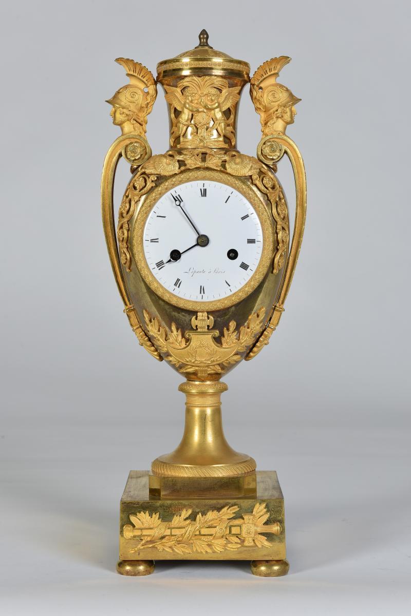 Pendule d'époque Empire en bronze doré, signé Lepaute, Paris, vers 1810