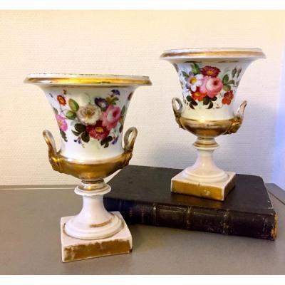 Paire De Vase Médicis En Porcelaine De Paris . XIXeme