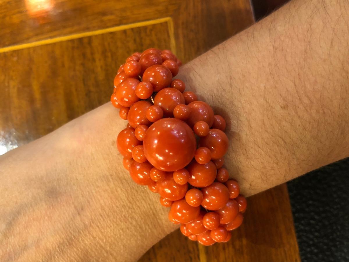 Bracelet Cabochons De Corail Et Monture Or Jaune