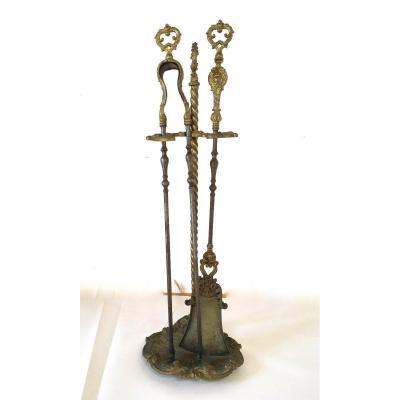 Nécessaire De Cheminée En Bronze Doré Et Fer Forgé De Style Louis XV, XIX ème Siècle.