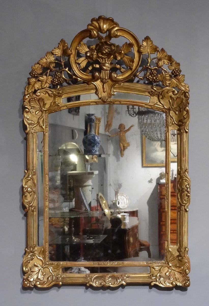 Miroir Régence à parcloses en bois doré d'époque XVIII°