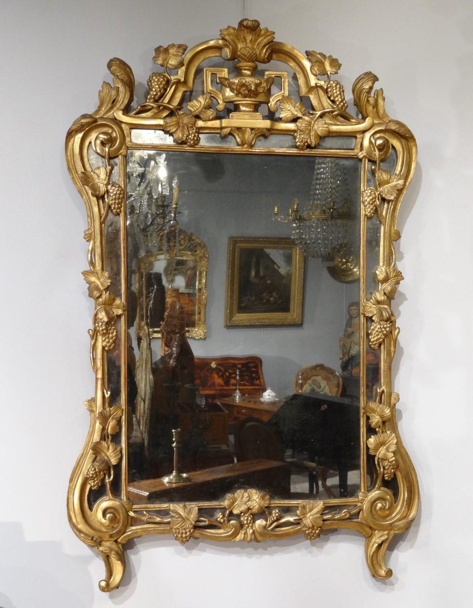 Miroir Louis XV En Bois Doré, à Parcloses d'époque XVIII°