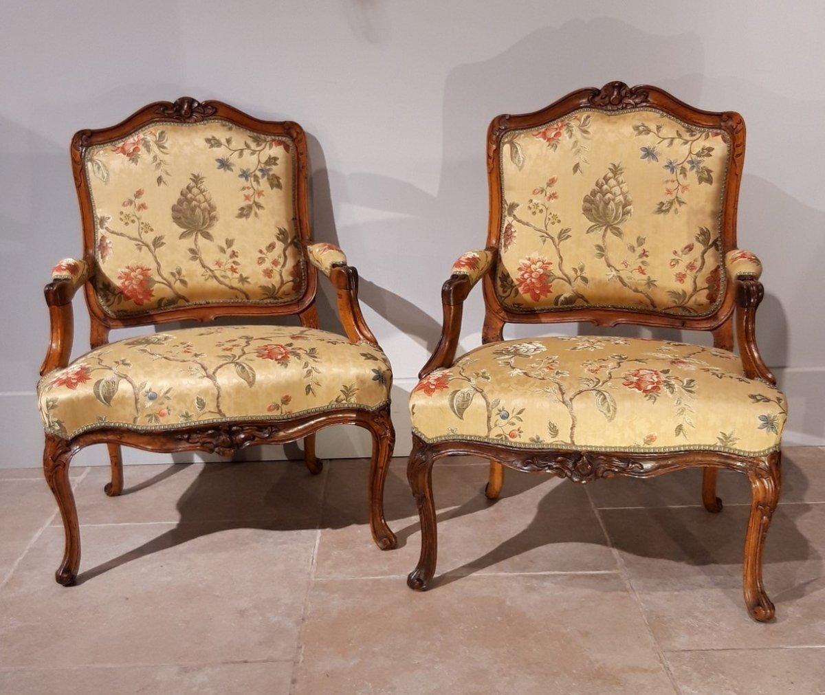 Paire de fauteuils Louis XV en noyer époque XVIII°