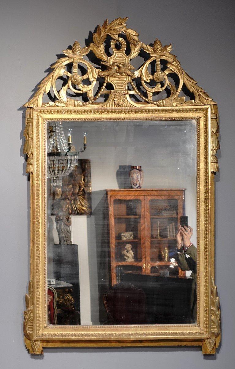 Miroir Louis XVI en bois doré aux attributs de « l'Amour », d'époque XVIII°
