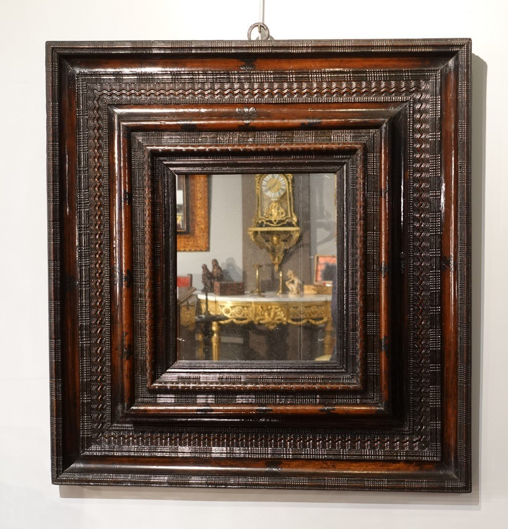 Miroir Louis XIII dit ''Huguenot'' à cadre guilloché d'époque XVII°