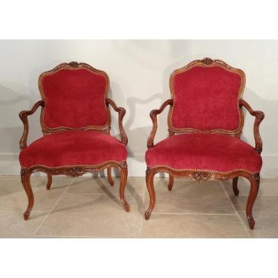 Paire de fauteuils Louis XV attribués à Pierre Nogaret d'époque XVIII°