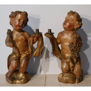 Paire de Putti agenouillés en bois polychrome d'époque XVII°