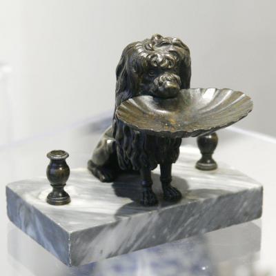 Encrier représentant  un chien en bronze