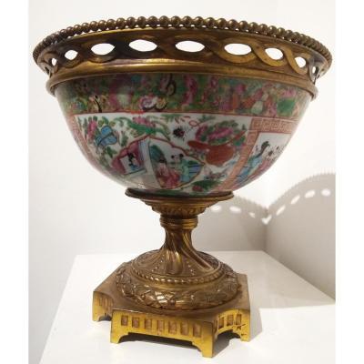 Canton Porcelaine Chinoise Avec Des Joints En Bronze Doré