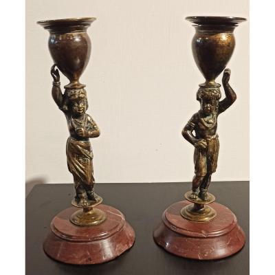 Paire De Bougeoirs En Bronze Doré Et Patiné
