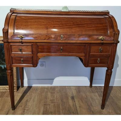 Cylinder Desk From The End Of The Eighteenth Century