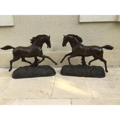 Paire De Grand Bronze , Chevaux Au Galop Haut 46 Cm Long 57 Cm