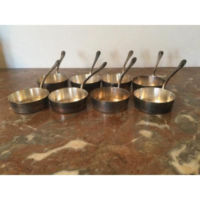 Huit Petites Casseroles En Métal Argenté
