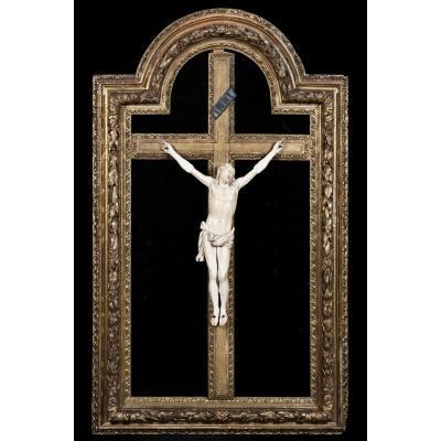 Christ antique en ivoire