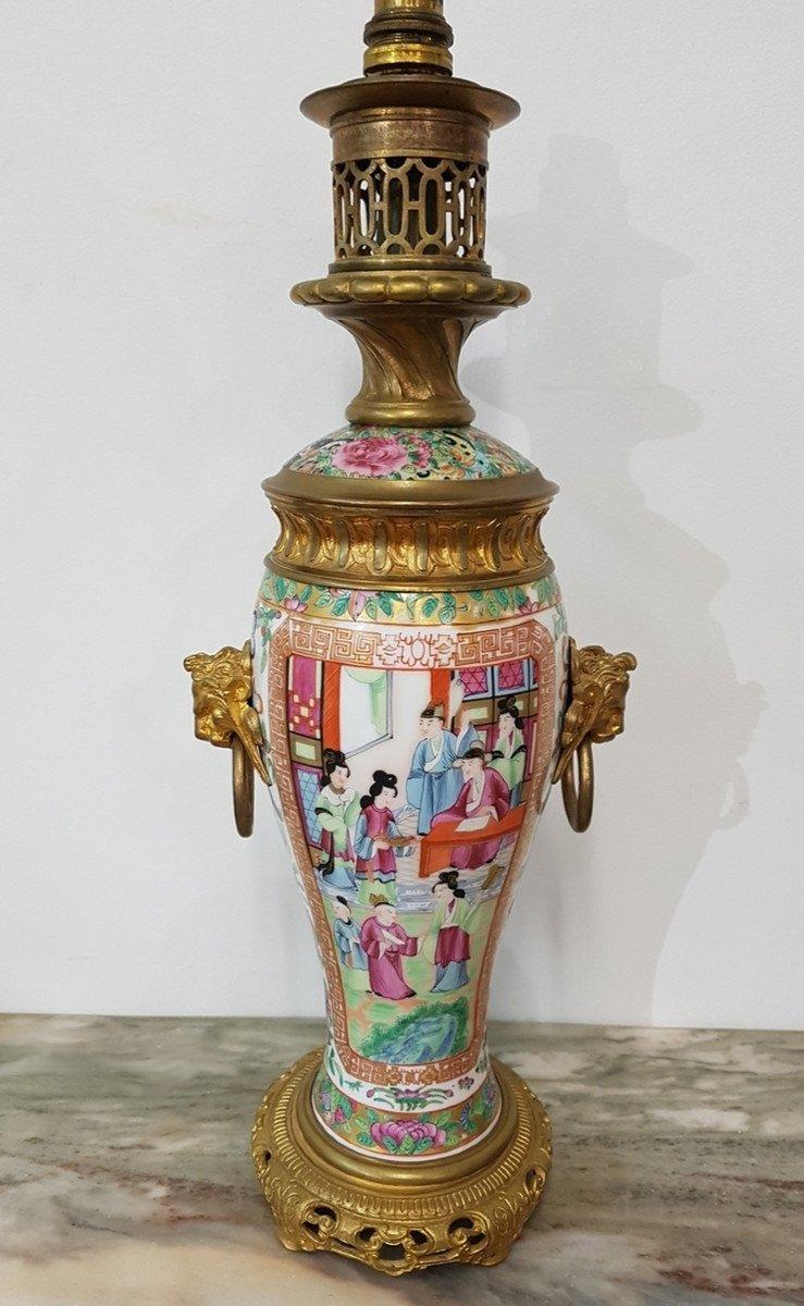 Lampe à Pétrole En Porcelaine De Canton XIXe  siècle