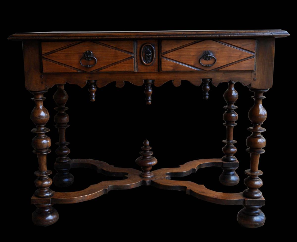 Table louis xiii tous les objets de d coration sur elle - Table basse louis xiv ...