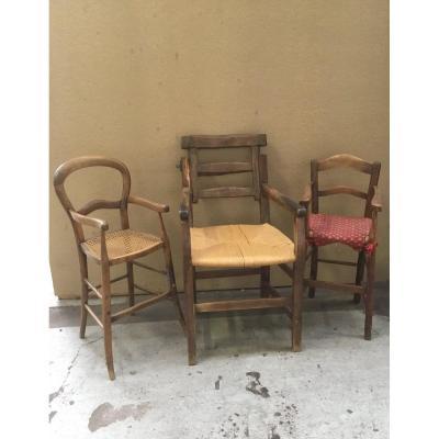 Du grenier d'un château, suite succession : fauteuil à coiffer, et deux chaises hautes