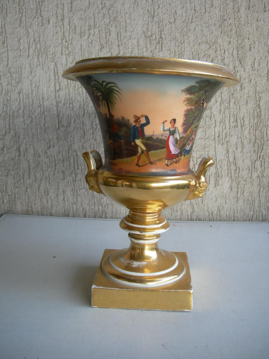 Italian Vase en porcelaine De Forme Médicis à Décor Polychrome, XIXe