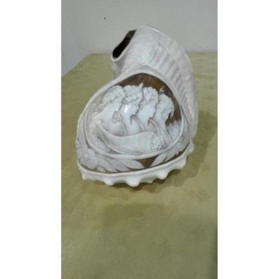 Grande coquillage abat -jour sculptée avec Visages Classiques, Italie, But Du XXe Siècle
