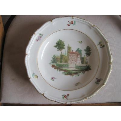 Assiette En Porcelaine à Décor De Batiment Dans Un Paysage, Cozzi, Venise, Vers 1750
