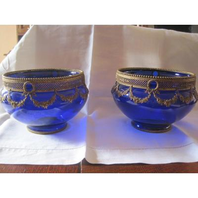 """Pair of blue vases with gilt metal decoration in the shape of a garland. Label of the glass factory, Fratelli Finocchi, Roma. Metal lower ring marked """"Germany"""". Italy, 1907 circa."""