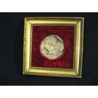 Frame In Wood And Stucco - Golden - Velvet Background - 19th