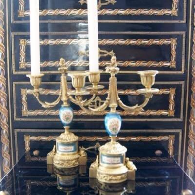 Paire Bout De Tables, Gout De Sèvres Porcelaine Bronze Doré