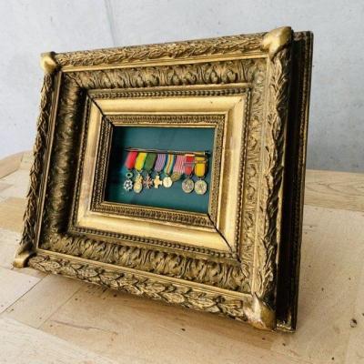 Miniatures Militaire et Cadre Doré