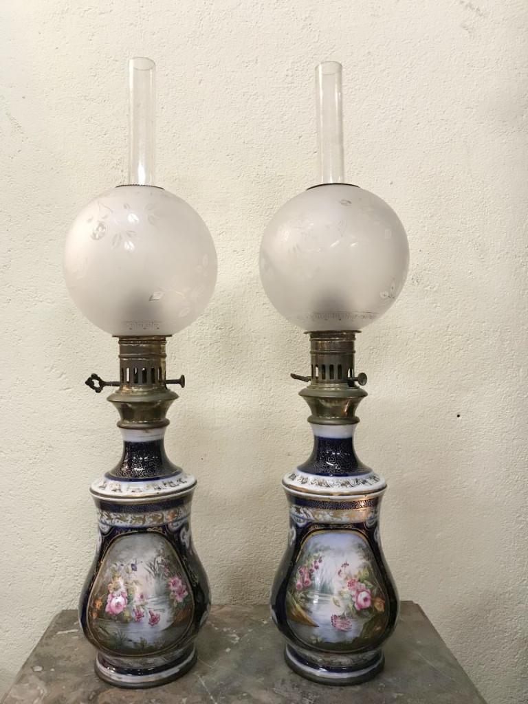 Grande Paire De Lampes à Huile- Bayeux Ou Valentine  H  54cm