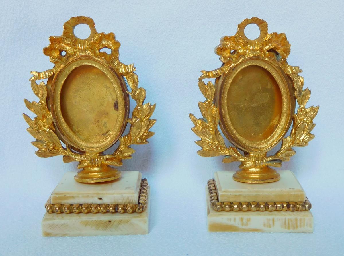 Paire De Cadres De Miniatures Ou Photos En Bronze Doré Et Ivoire Style Louis XVI