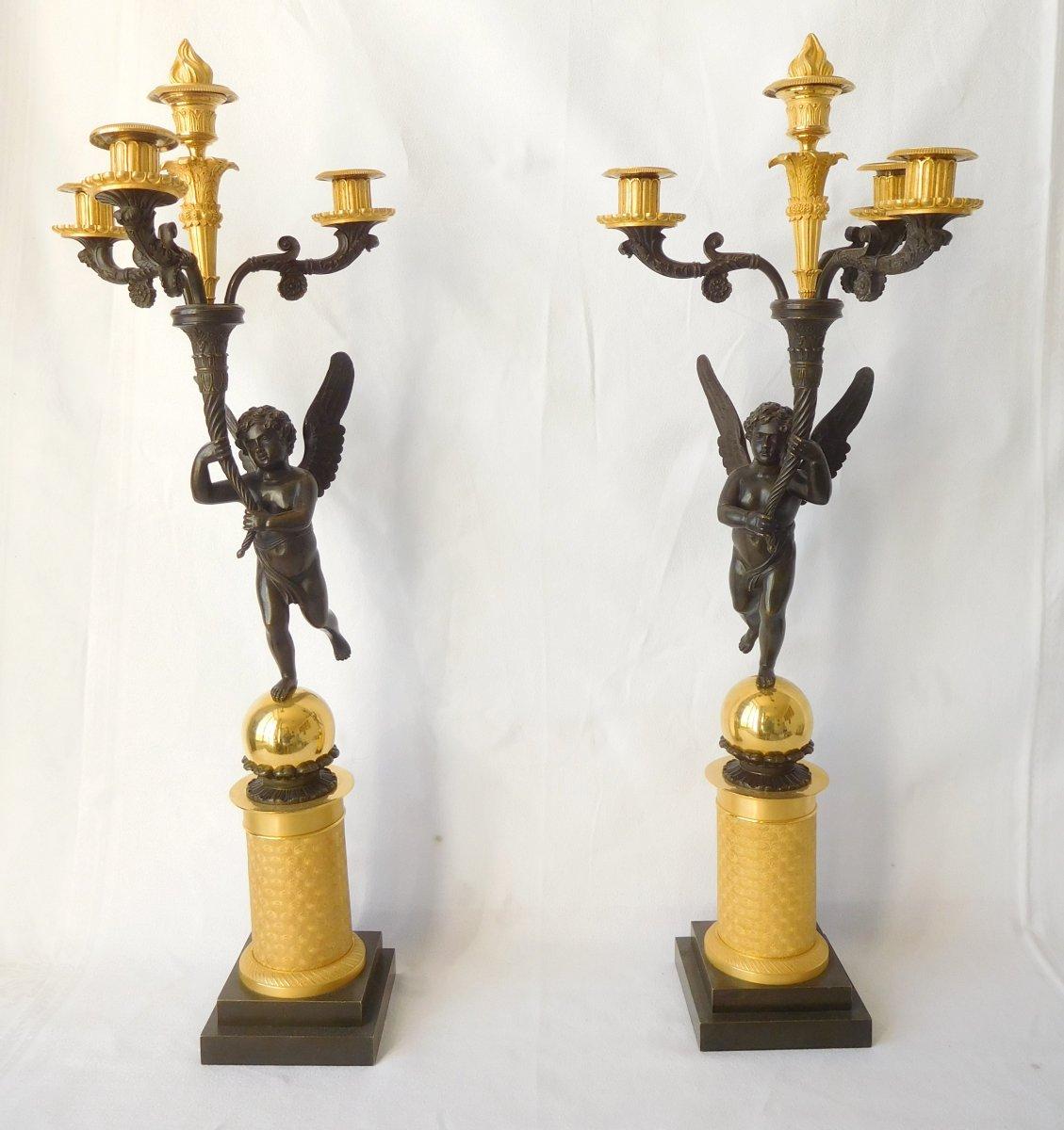 Paire De Grds Candélabres Empire Aux Enfants Ailés Attribués à Gérard Jean Galle - Bronze Doré