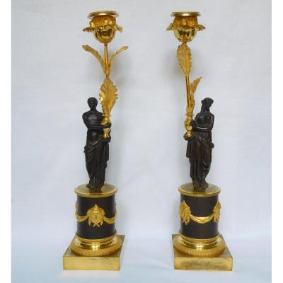 Paire De Flambeaux  Aux Romains, Bronze Patiné Et Doré, époque Consulat - Empire 35,5cm