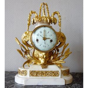 Pendule à La Fontaine d'époque Transition Louis XV Louis XVI - mvt à complications à calendrier