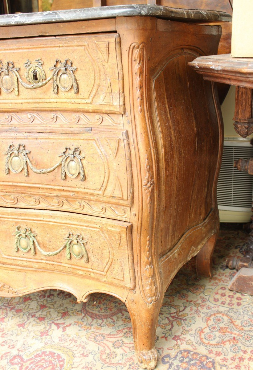 Commode XVIIIè galbée en hêtre naturel sculpté-photo-2