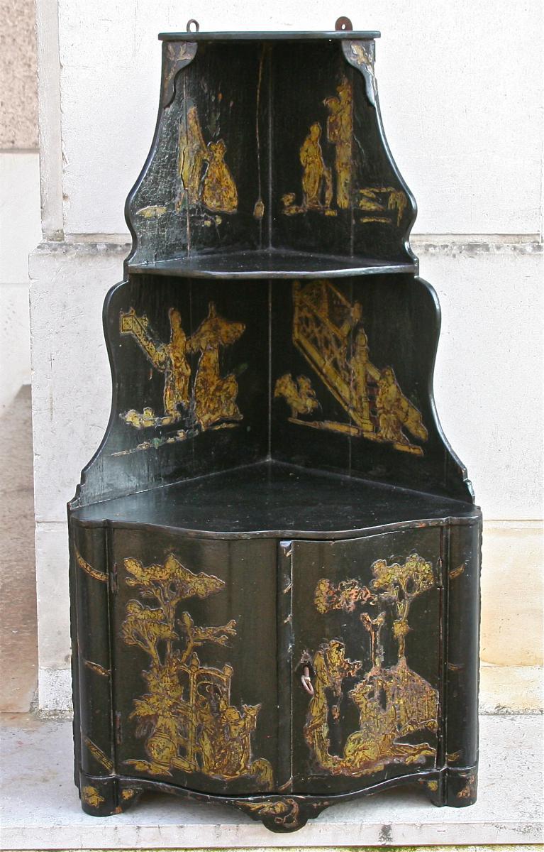 Encoignure XVIII ème,En Laque Noire Décor Aux Chinois