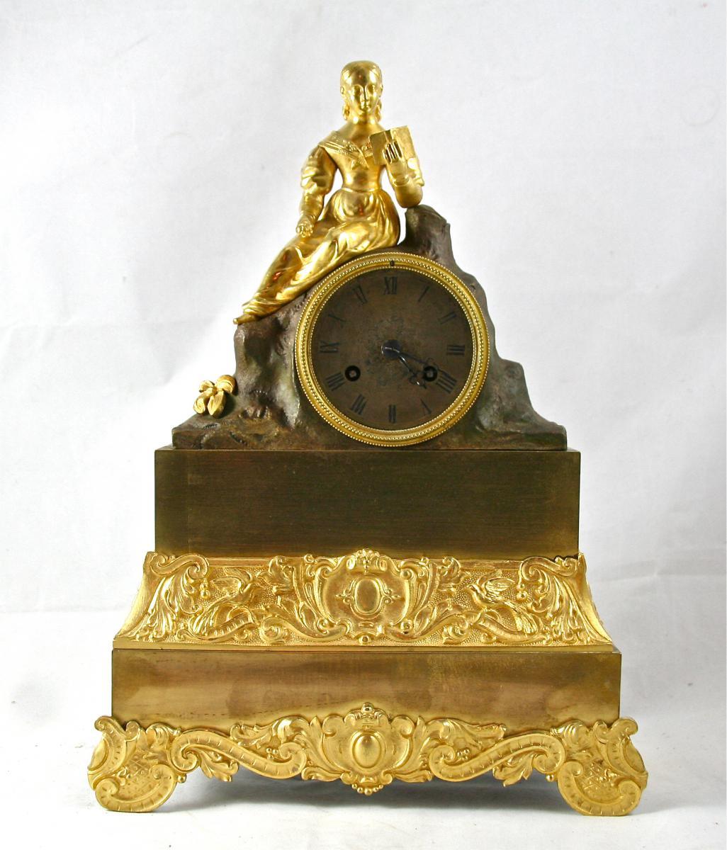 """Pendule XIXème En Bronze Deux Tons, """"femme En Lecture"""""""